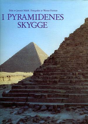 I pyramidenes skygge.