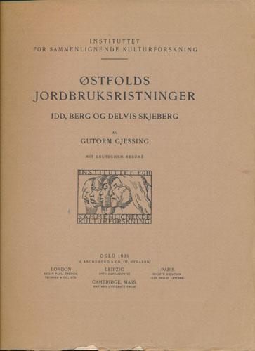 Østfolds jordbruksristninger. Idd, Berg og delvis Skjeberg.  Mit deutschem Resumé.