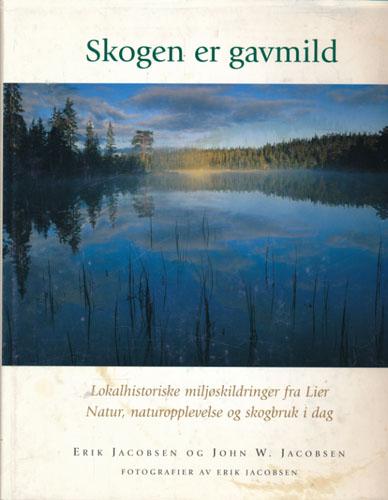 Skogen er gavmild. Lokalhistoriske miljøskildringer fra Lier. Natur, naturopplevelse og skogbruk i dag. Fotografier av Erik Jacobsen.
